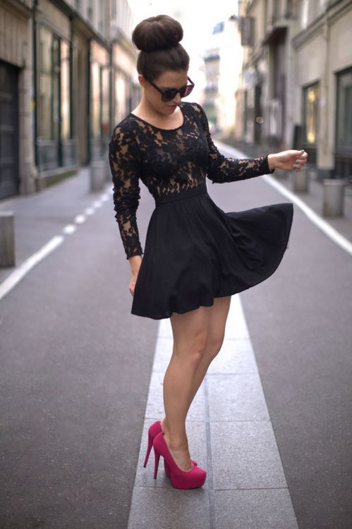 Lace pink dress with what shoes