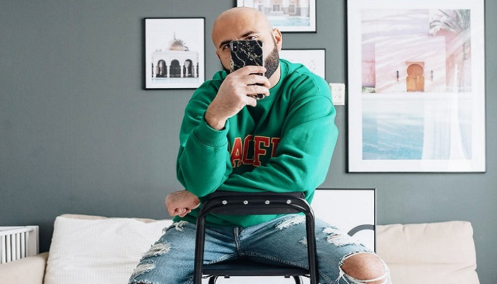 Selfies guy mirror From boy