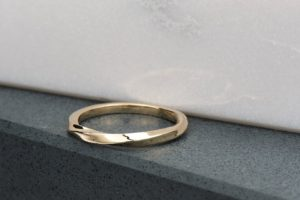 Valentine's Day gift yellow gold twist ring for $150 CAD from malleablejewellers.ca