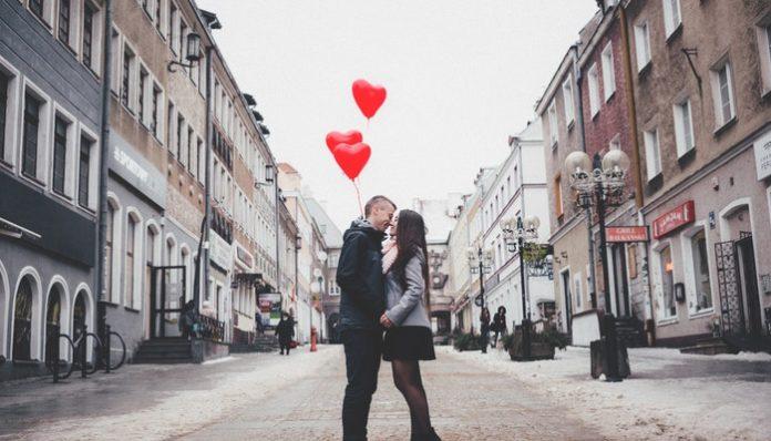 couple-apologize