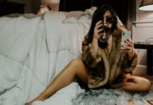 sexting phone bed woman wine