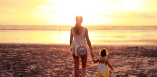 mom-daughters-beach