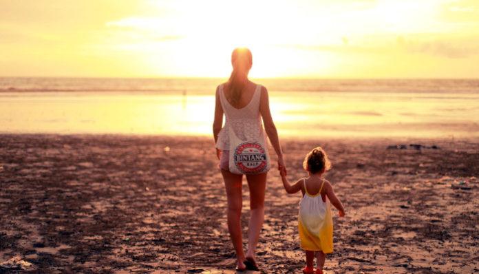 mom-daughters-beach