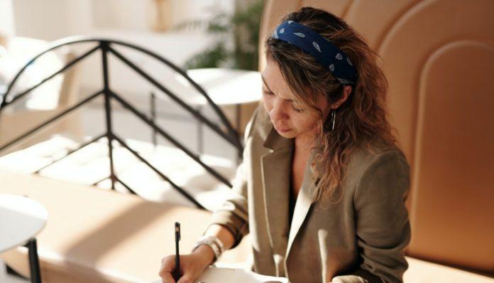 overwhelmed-woman-working