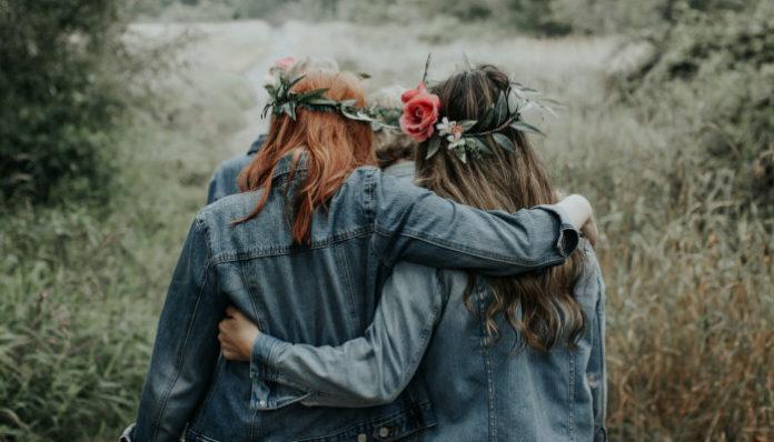 two-women-friendship