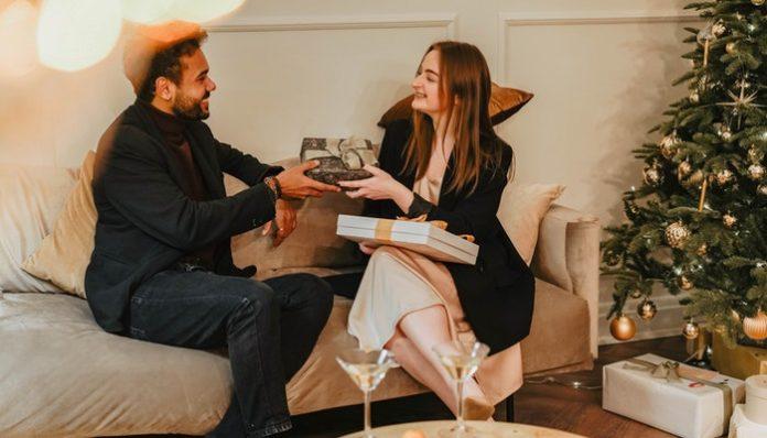 woman-giving-boyfriend-gift