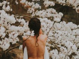 woman-outside-naked-body