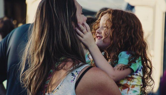 mom-parenting-daughter