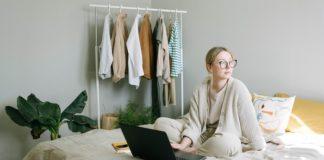 woman-working-raise