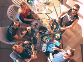 friends-table-foods