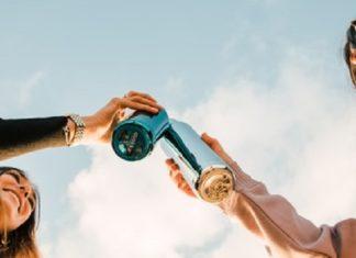 girls-drink-water