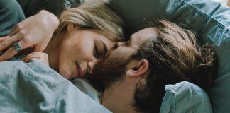 couple-sleep-erotic-dreams