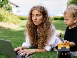 mom-working-side-hustles