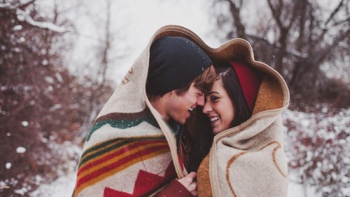 15 Cute and Cozy Winter Date Ideas That Are Anything But Basic